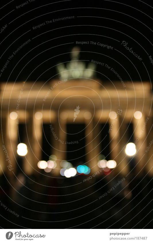Undurchsichtige Geschichte alt Freiheit Architektur außergewöhnlich Hoffnung Wunsch Bauwerk Frieden Vergangenheit historisch Wahrzeichen Zusammenhalt Respekt Sehenswürdigkeit Hauptstadt