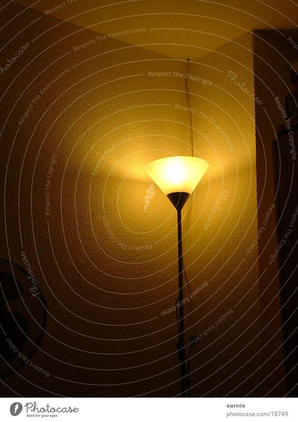 Lampe in Ecke Häusliches Leben Stehlampe