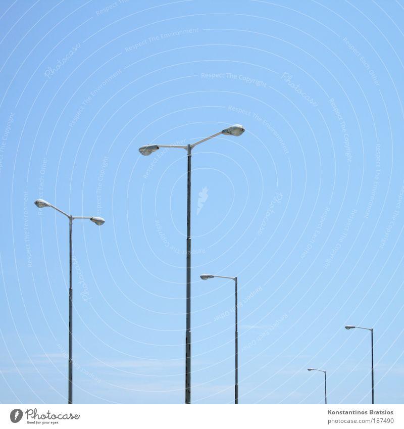 Lichtstärke #02 Himmel blau Sommer Wolken Farbe Metall hell Energiewirtschaft Laterne Schönes Wetter Straßenbeleuchtung Leistung