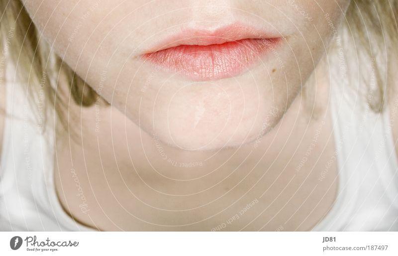 Motzmündchen Mensch feminin Junge Frau Jugendliche Haut Kopf Haare & Frisuren Gesicht Mund Lippen 1 18-30 Jahre Erwachsene Blick Traurigkeit ästhetisch