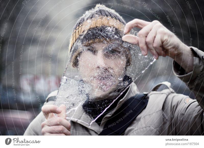 eiszeit Winter maskulin Junger Mann Jugendliche Erwachsene Gesicht Hand Finger 1 Mensch 18-30 Jahre Wasser Klima Wetter Eis Frost Schnee Mütze beobachten
