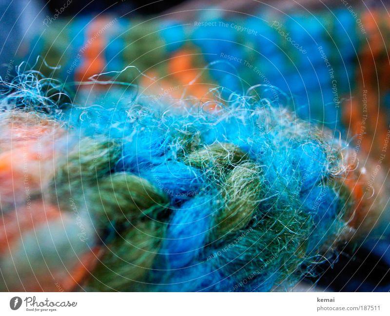 Fäden gezogen grün blau Winter kalt Wärme Bekleidung weich Makroaufnahme frieren kuschlig Handschuhe Wolle Accessoire stricken Strickmuster Faden verlieren