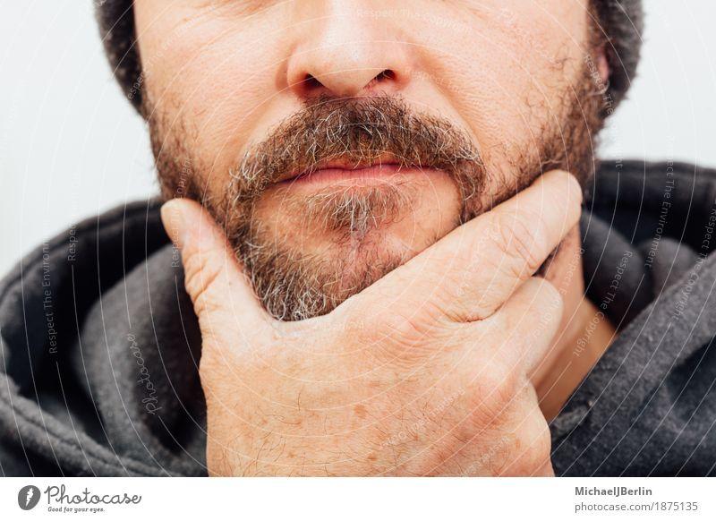 Idee Pose Fotografiche : Mann mit bart nachdenkliche pose anonym beschnitten ein