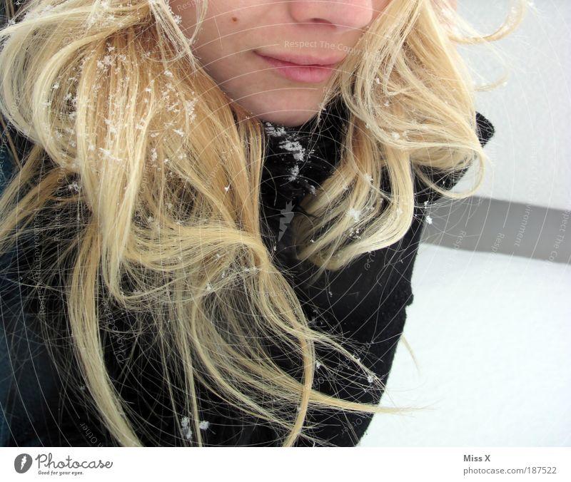 Spaziergang schön Winter Schnee wandern Mensch feminin Junge Frau Jugendliche Haare & Frisuren Gesicht 1 18-30 Jahre Erwachsene Eis Frost Schneefall Mantel kalt