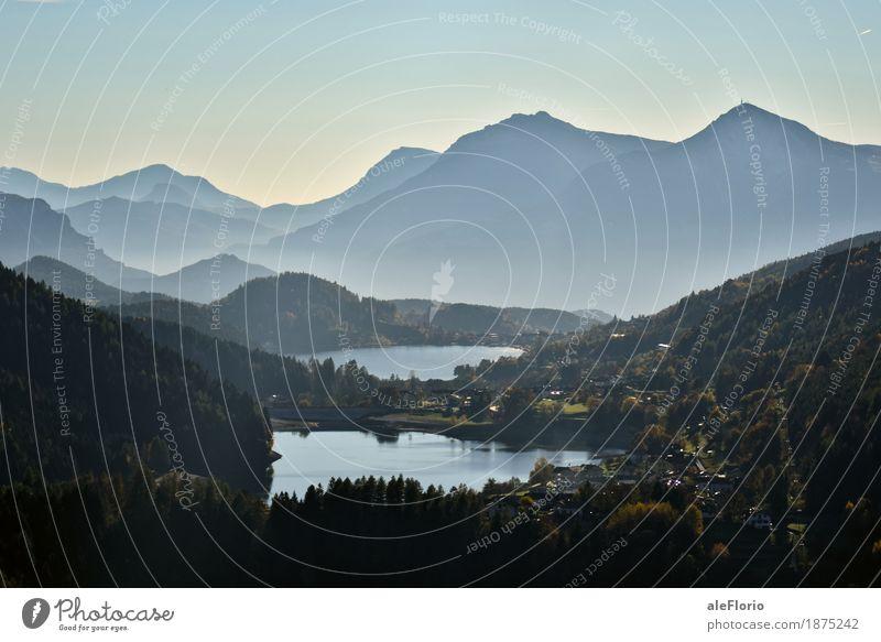 Seen und Berge Ferien & Urlaub & Reisen Abenteuer Freiheit Sightseeing Berge u. Gebirge wandern Umwelt Natur Landschaft Wasser Wolkenloser Himmel Herbst Nebel
