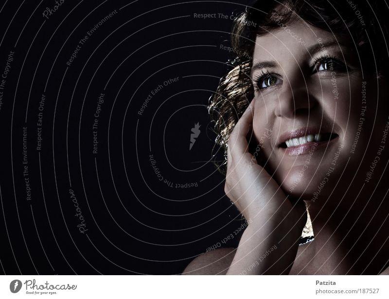 Pur Mensch feminin Junge Frau Jugendliche Haut Kopf Haare & Frisuren Gesicht 1 30-45 Jahre Erwachsene festhalten hören Lächeln lachen Blick ästhetisch