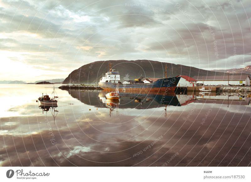 Tanker Natur Wasser alt Meer Wolken Skandinavien Umwelt Küste Wasserfahrzeug warten liegen Klima Zukunft Industrie authentisch Güterverkehr & Logistik