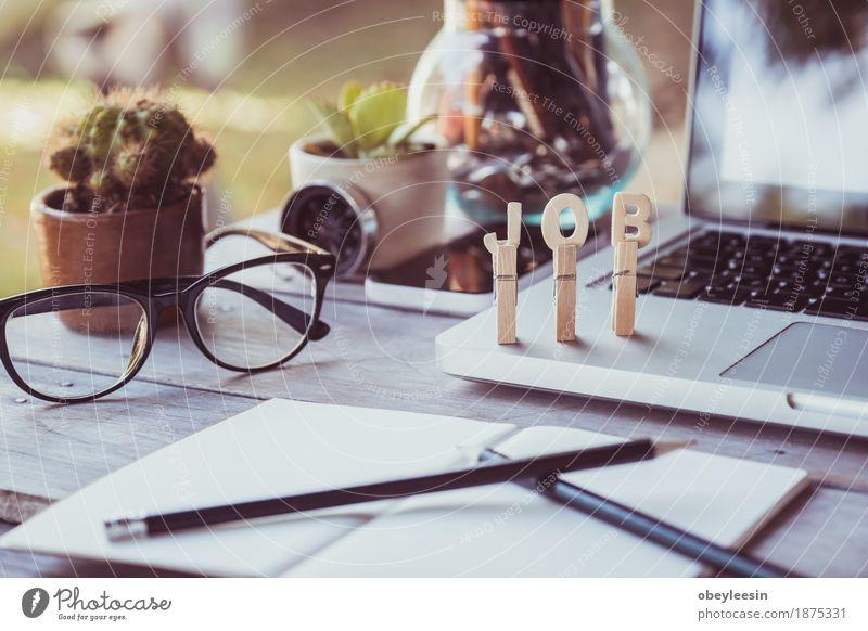 Schreibtisch Tisch mit Computer, Zubehör, Erfolg Vintage Freude Lifestyle Stil Kunst Glück Design Abenteuer Geld exotisch Künstler sparen