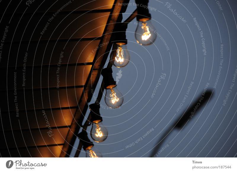 energy 2 Energiewirtschaft leuchten Glühbirne Lichterkette Elektrizität Überdachung Beleuchtung Glühdraht glühen durchsichtig erleuchten Außenbeleuchtung