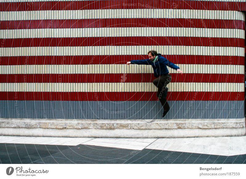 at the busstop Mensch Mann blau weiß rot Erwachsene Leben Wand Spielen Architektur springen Mauer Gebäude Fassade Freizeit & Hobby warten