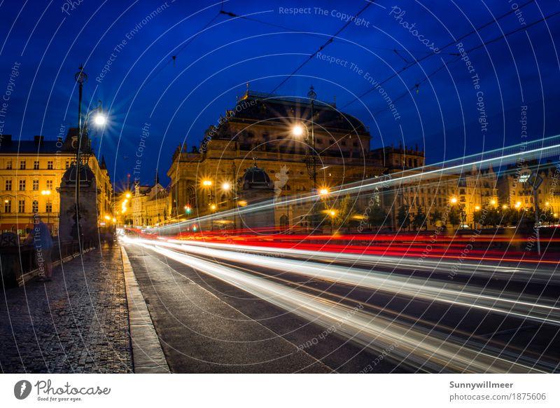 Prag bei Nacht Stadt Hauptstadt Haus Gebäude Sehenswürdigkeit Verkehr Verkehrsmittel Verkehrswege Personenverkehr Straßenverkehr PKW Schienenverkehr Straßenbahn