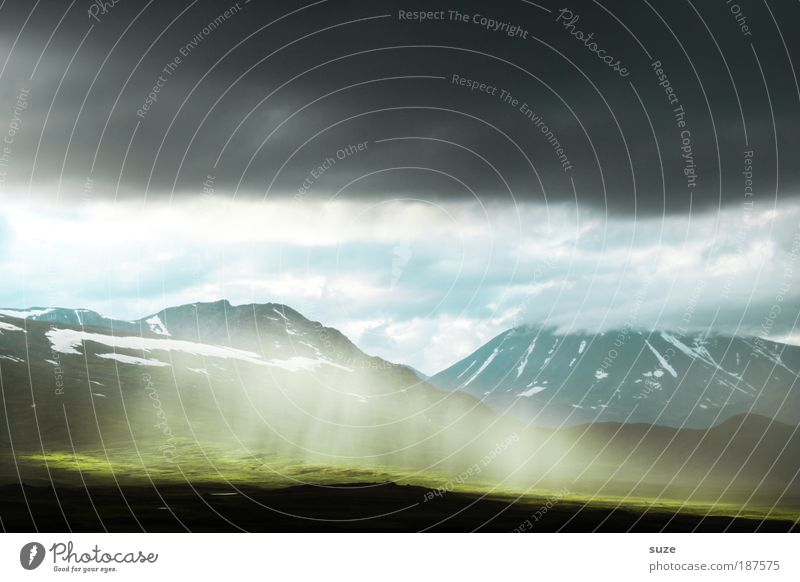 Erleuchtung Natur grün Pflanze Ferien & Urlaub & Reisen Wolken Freiheit Berge u. Gebirge Landschaft Umwelt Angst Erde Tourismus Klima Skandinavien Licht