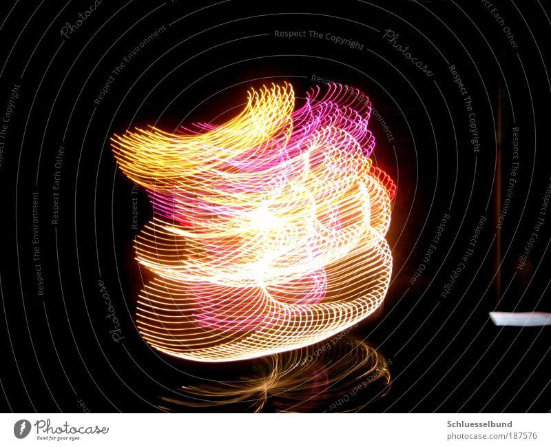 Snowman Freude Lampe High-Tech Kunst Hut dunkel Freundlichkeit glänzend hell Kitsch modern schön mehrfarbig grau rosa rot schwarz weiß Vorfreude Bewegung