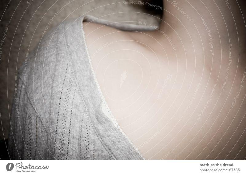 SHOULDER Mensch feminin Frau Erwachsene Haut Brust Schulter 18-30 Jahre Jugendliche Mode Bekleidung Stoff Top Bluse schön einzigartig weich Leidenschaft