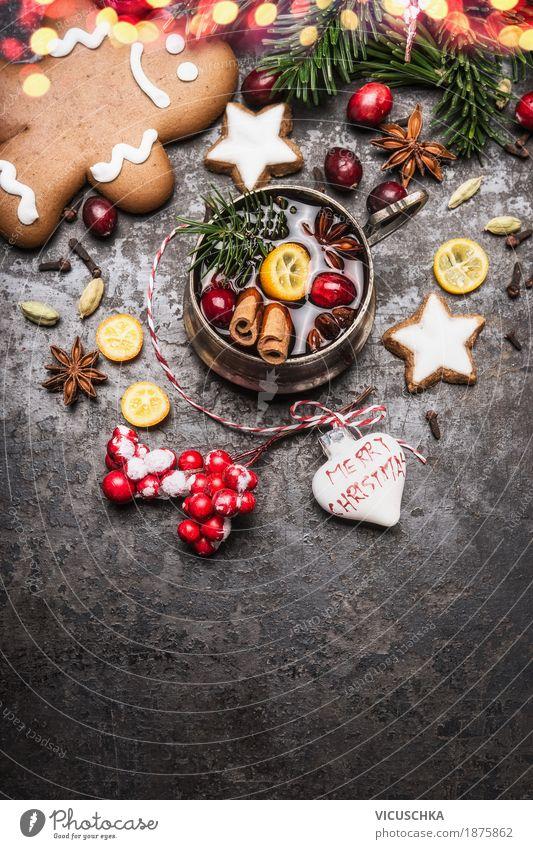 Glühwein mit Gewürzen, Plätzchen und Lebkuchenmann Kuchen Dessert Süßwaren Ernährung Festessen Getränk Heißgetränk Geschirr Tasse Stil Design Freude Winter