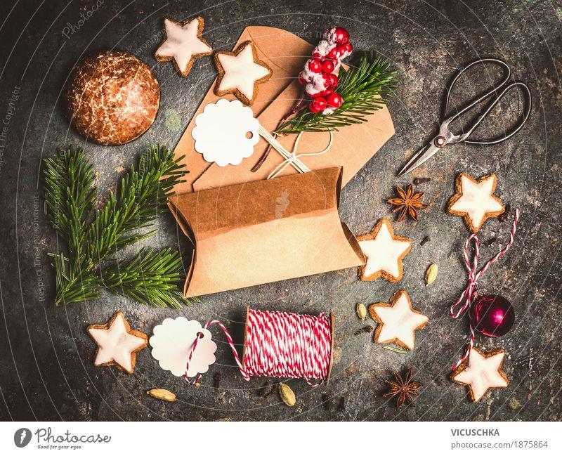 Weihnachtsgeschenke verpacken Weihnachten & Advent Freude Winter Stil Feste & Feiern Stimmung Design Häusliches Leben Dekoration & Verzierung Papier Seil Kugel Tradition Vorfreude altehrwürdig Verpackung