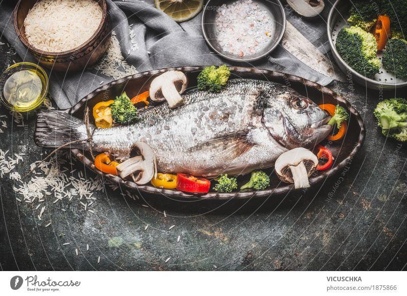 Fischgericht mit Reis und Gemüse Lebensmittel Kräuter & Gewürze Ernährung Mittagessen Abendessen Bioprodukte Diät Geschirr Schalen & Schüsseln Topf Messer Stil