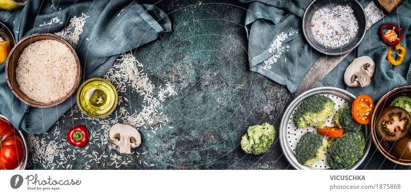 Reis und Gemüse Zutaten für vegetarisches Kochen Lebensmittel Getreide Kräuter & Gewürze Öl Ernährung Mittagessen Büffet Brunch Bioprodukte