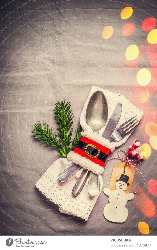 Weihnachten, Tischdekoration mit Tannenzweig und Schneemann Festessen Besteck Messer Gabel Löffel Stil Design Freude Winter Häusliches Leben Wohnung