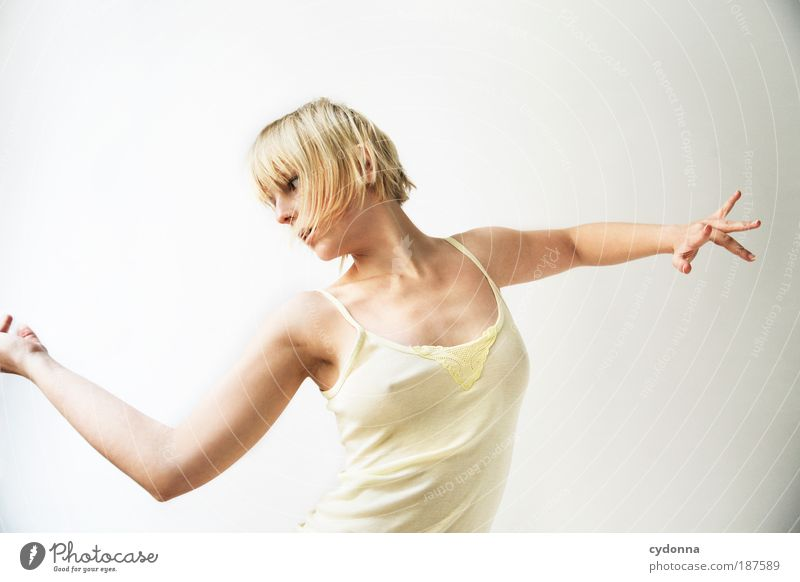 Drehung Frau Jugendliche schön ruhig Erwachsene Leben feminin Erotik Gefühle Bewegung Stil Gesundheit Körper elegant Haut ästhetisch
