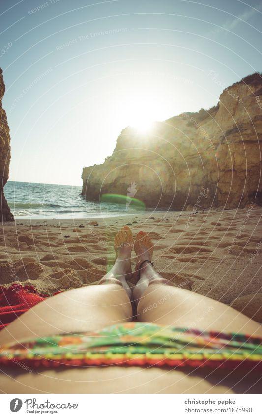 Sonnenbad Wohlgefühl Zufriedenheit Sinnesorgane Erholung ruhig Ferien & Urlaub & Reisen Tourismus Sommer Sommerurlaub Strand Meer feminin Frau Erwachsene Beine