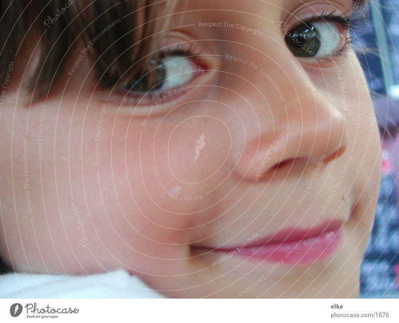 ein lächeln Kind Mädchen lachen