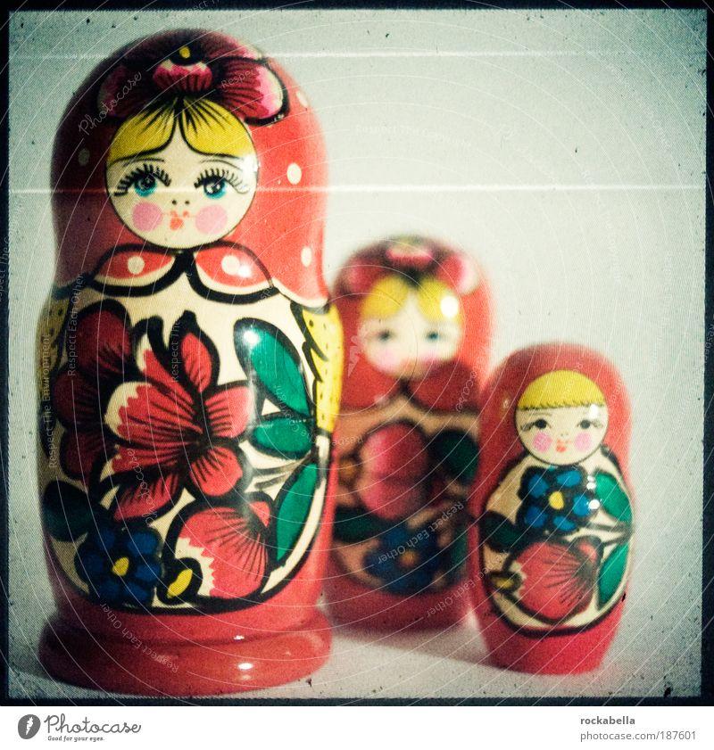 babushka. Lifestyle Stil Spielen Spielzeug Puppe Dekoration & Verzierung Souvenir ästhetisch Freundlichkeit Fröhlichkeit Kitsch Originalität Matroschka Holz