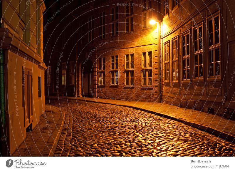 Ritterstraße Kleinstadt Stadtzentrum Menschenleer Haus Gebäude Fachwerkfassade Fachwerkhaus Fassade Fenster Straße Gasse Gässchen Kopfsteinpflaster Laterne