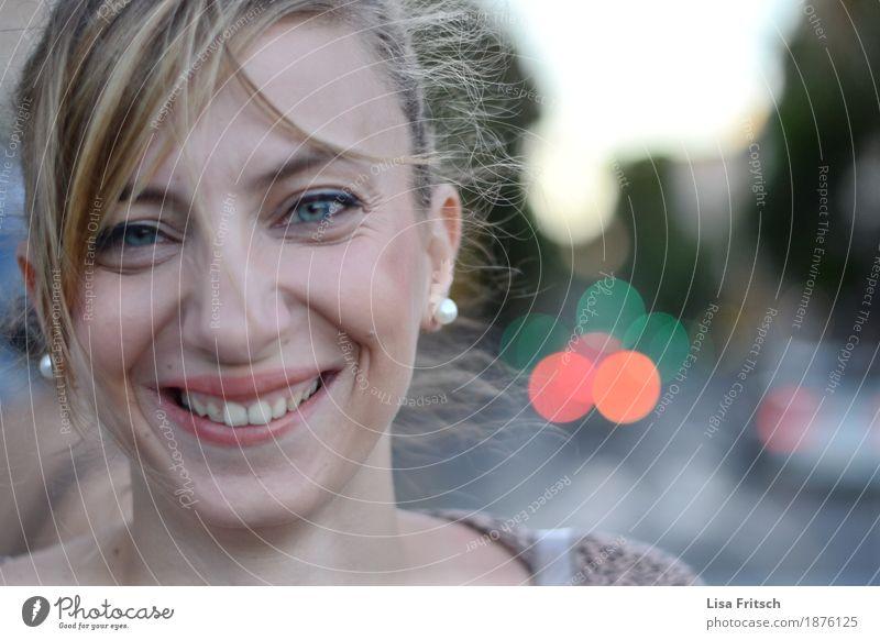sweetheart Jugendliche schön Junge Frau Freude 18-30 Jahre Gesicht Erwachsene Liebe Lifestyle Gesundheit feminin Glück Zeit Haare & Frisuren leuchten blond