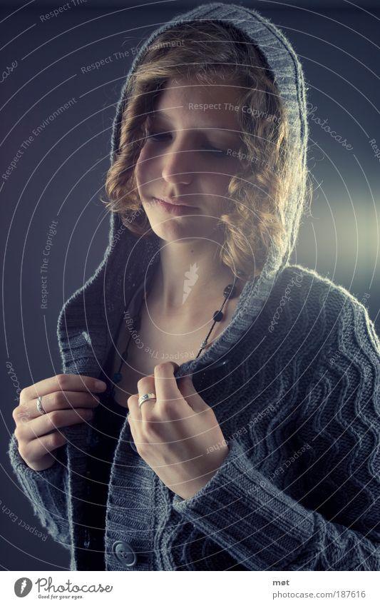 Hold on Frau Mensch Hand Jugendliche schön Gesicht feminin Haare & Frisuren Kopf Stimmung Mode Erwachsene Lifestyle authentisch dünn