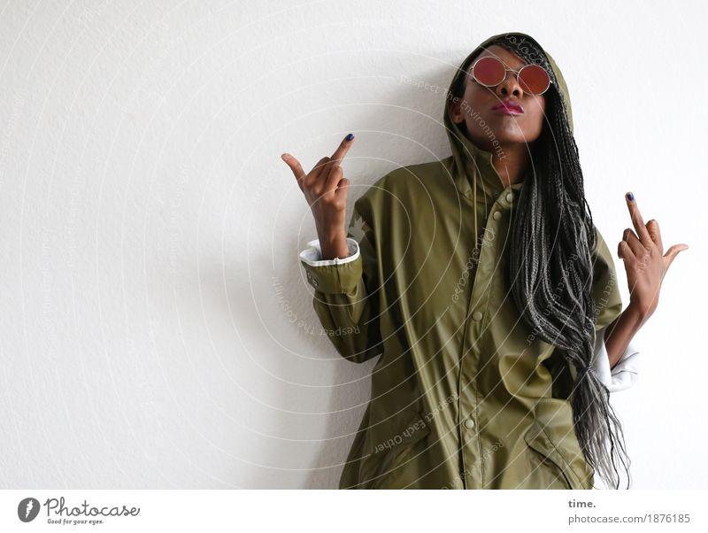 . Mensch Frau Erwachsene Leben feminin Haare & Frisuren beobachten Coolness Wut Mut Konzentration Wachsamkeit Inspiration langhaarig schwarzhaarig selbstbewußt