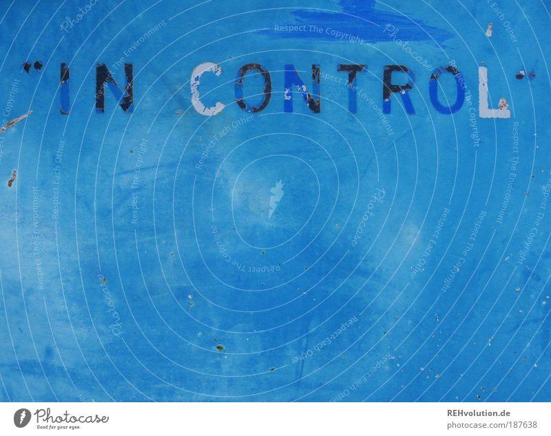 in control alt blau weiß schwarz dreckig Hintergrundbild Schriftzeichen kaputt Zeichen trashig Kontrolle Grunge ausgebleicht