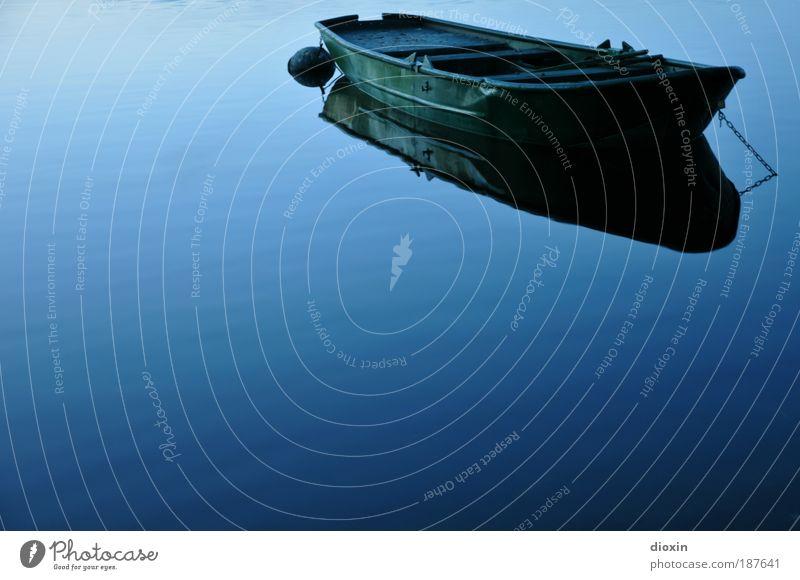 blaue Stunde - 2. Die Stille Natur Wasser ruhig kalt Erholung See Wasserfahrzeug warten Umwelt Romantik Zeit Gelassenheit Flüssigkeit tief