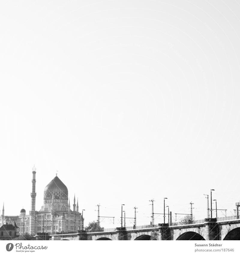 unbunt Tourismus Sightseeing Städtereise Haus Dresden Burg oder Schloss Brücke Bauwerk Ferien & Urlaub & Reisen Yenidze Laterne Marienbrücke Fußgängerbrücke