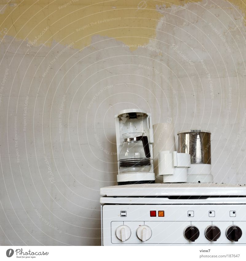 Kaffeepause Renovieren Umzug (Wohnungswechsel) einrichten Innenarchitektur Möbel Raum Küche Herd & Backofen Stein Beton Metall Zeichen alt authentisch dreckig