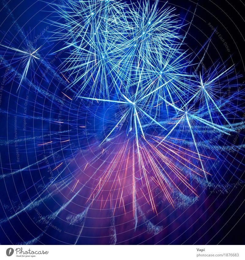 Blaue bunte Feuerwerke auf dem schwarzen Himmel blau Weihnachten & Advent Farbe weiß rot dunkel Kunst Feste & Feiern Party Design rosa hell