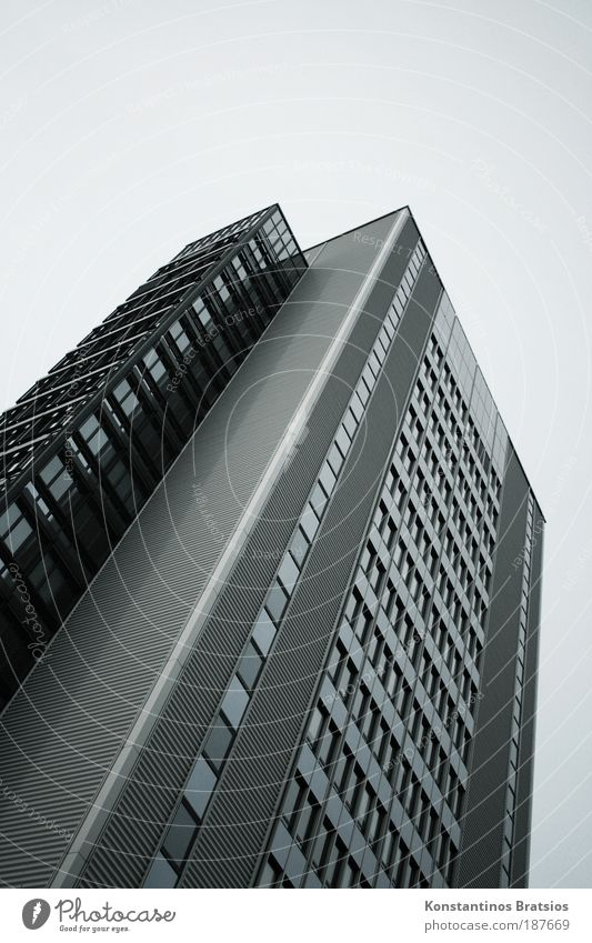 Aufzug außer Betrieb! Arbeit & Erwerbstätigkeit Büroarbeit Arbeitsplatz Unternehmen Stadt Haus Hochhaus Fassade Fenster hoch trist grau silber Kapitalwirtschaft