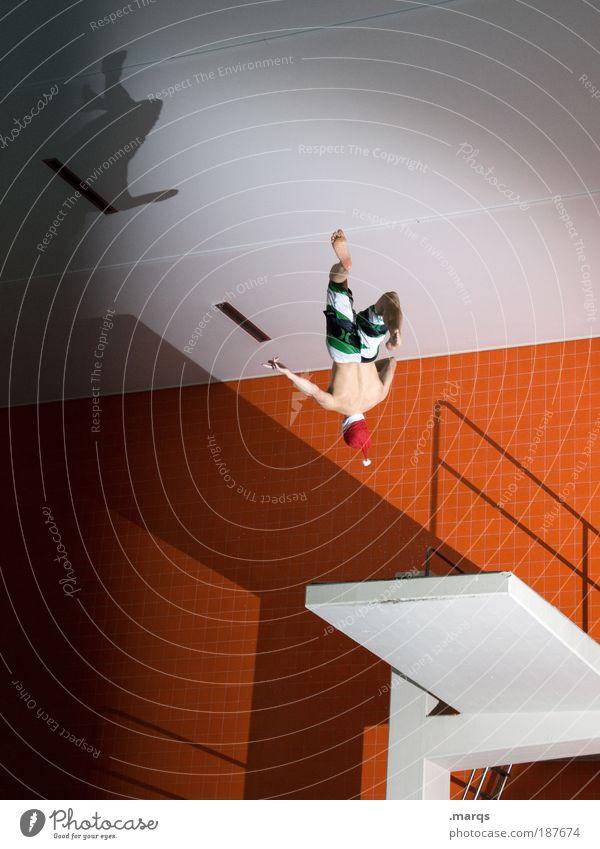 Sprunghaft Jugendliche Freude Sport springen Stil orange Freizeit & Hobby elegant maskulin Coolness Akrobatik retro Schwimmbad sportlich Mut