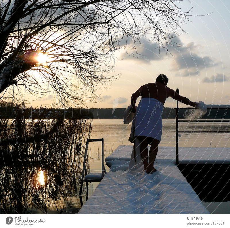 14 Grad unter Null......... Mensch Mann Wasser Winter Erwachsene Erholung Landschaft Leben Schnee Senior Garten See Eis Gesundheit Schwimmen & Baden Frost