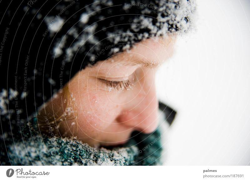 Schneegedanken Mensch Jugendliche Winter ruhig Gesicht Erwachsene Auge kalt Schnee feminin Gefühle Denken Eis Wetter blond Junge Frau