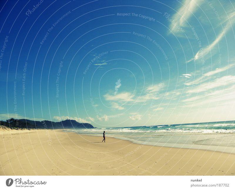 A good day in Byron Bay Mensch Wasser Sonne Meer blau Sommer Strand Ferien & Urlaub & Reisen Wolken gelb Ferne Erholung Freiheit Glück Sand Landschaft