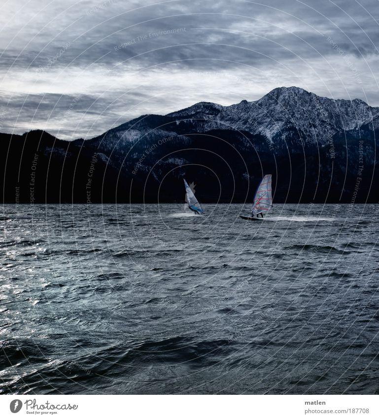 winter sports Mensch Wasser Freude Winter Wolken Ferne dunkel kalt Schnee Bewegung grau Fuß See Wellen Küste
