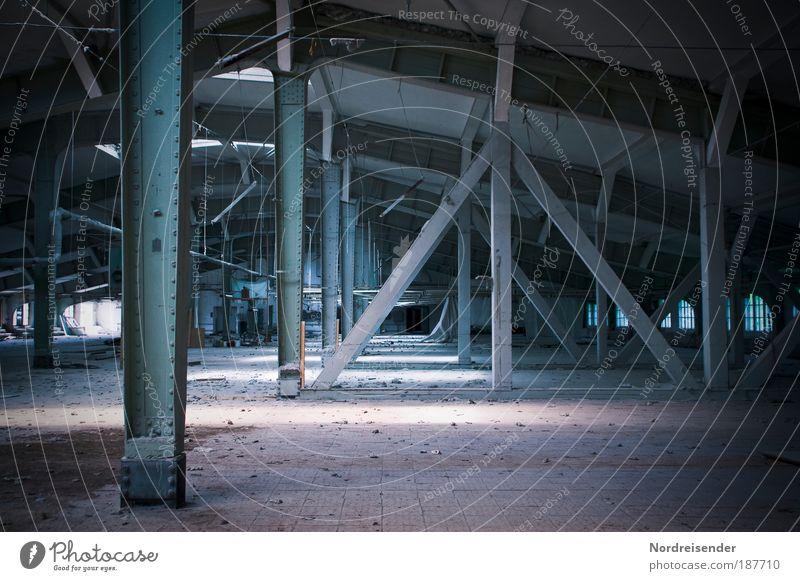 Arbeitsplatz vergangener Tage. alt dunkel Architektur Stein Arbeit & Erwerbstätigkeit dreckig kaputt Hoffnung Industrie Wandel & Veränderung Gebäude Fabrik Zeichen historisch Stahl