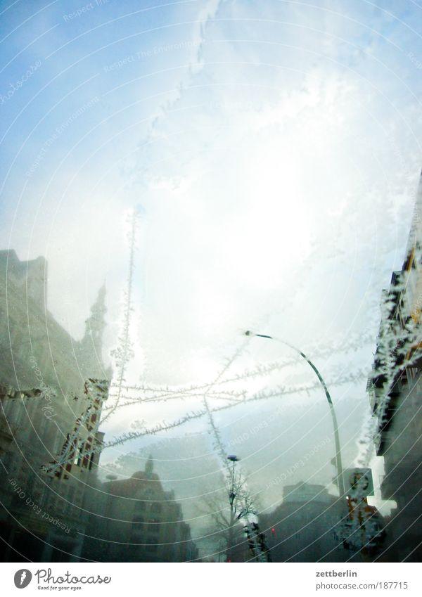 Eis Winter kalt PKW Wärme Eis Glas Frost Warmherzigkeit durchsichtig Fensterscheibe Autofenster Riss Scheibe Kristallstrukturen Kristalle Eiskristall