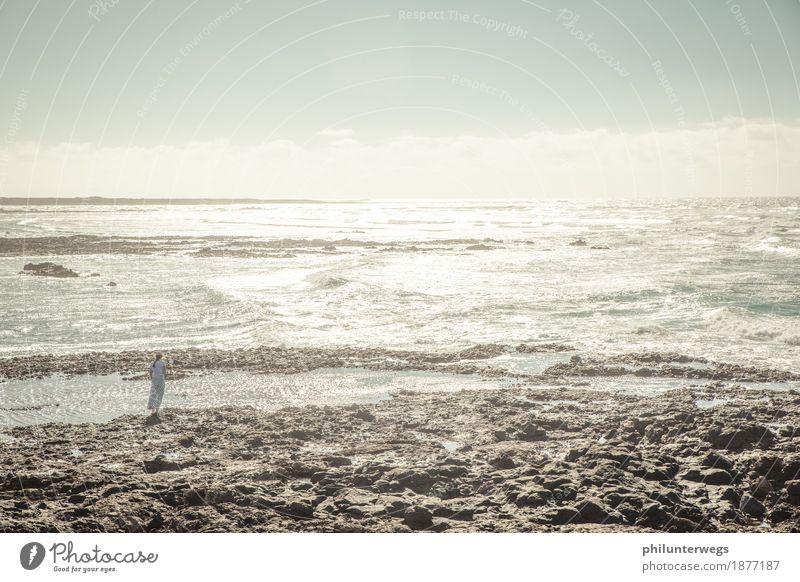 Bis zum Horizont Mensch Natur Ferien & Urlaub & Reisen Wasser Sonne Meer Ferne Strand Küste Freiheit Tourismus Ausflug Wellen Luft wandern