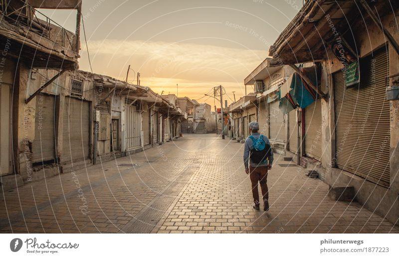 In the streets of Teheran Himmel Sommer Stadt Einsamkeit Haus ruhig Ferne Straße Wege & Pfade Tourismus Ausflug Platz Schönes Wetter Abenteuer entdecken Dorf