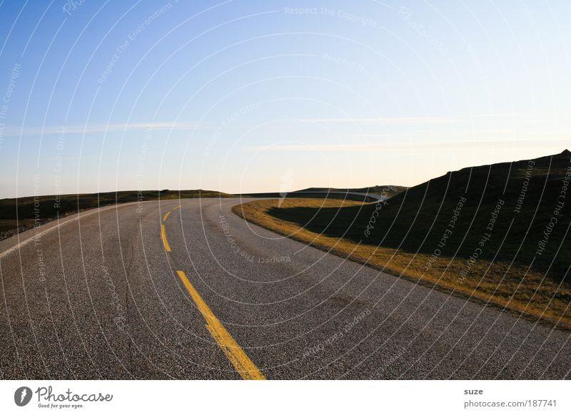 Straßenfoto Straße Wege & Pfade Linie Straßenverkehr Verkehr Geschwindigkeit Aktion fahren bedrohlich Ziel Asphalt Kurve chaotisch Unfall Bahn Verlauf