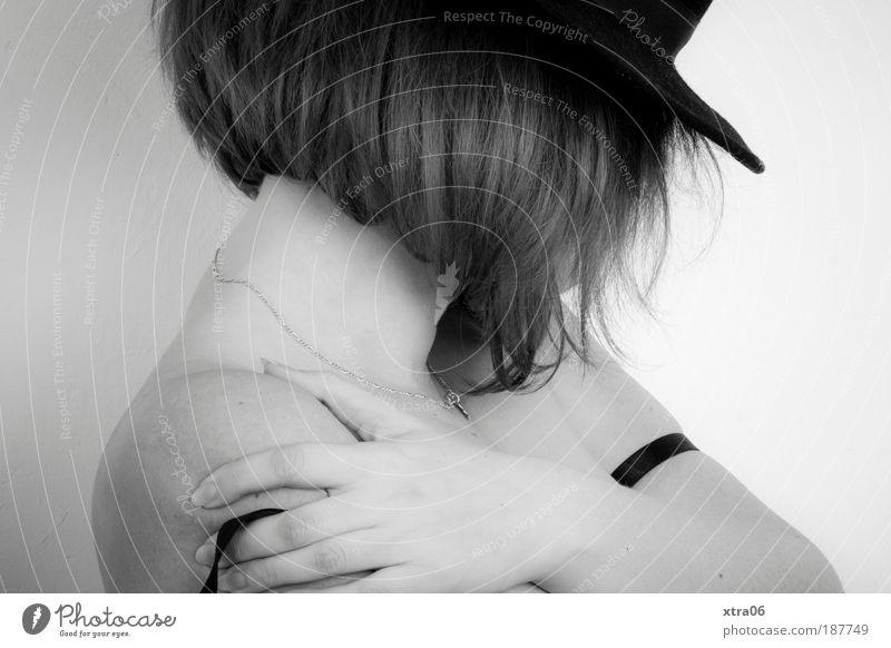 insichgekehrt Mensch feminin Frau Erwachsene Körper Haut Kopf Haare & Frisuren Arme Hand Finger 1 18-30 Jahre Jugendliche ästhetisch Stimmung Verschwiegenheit