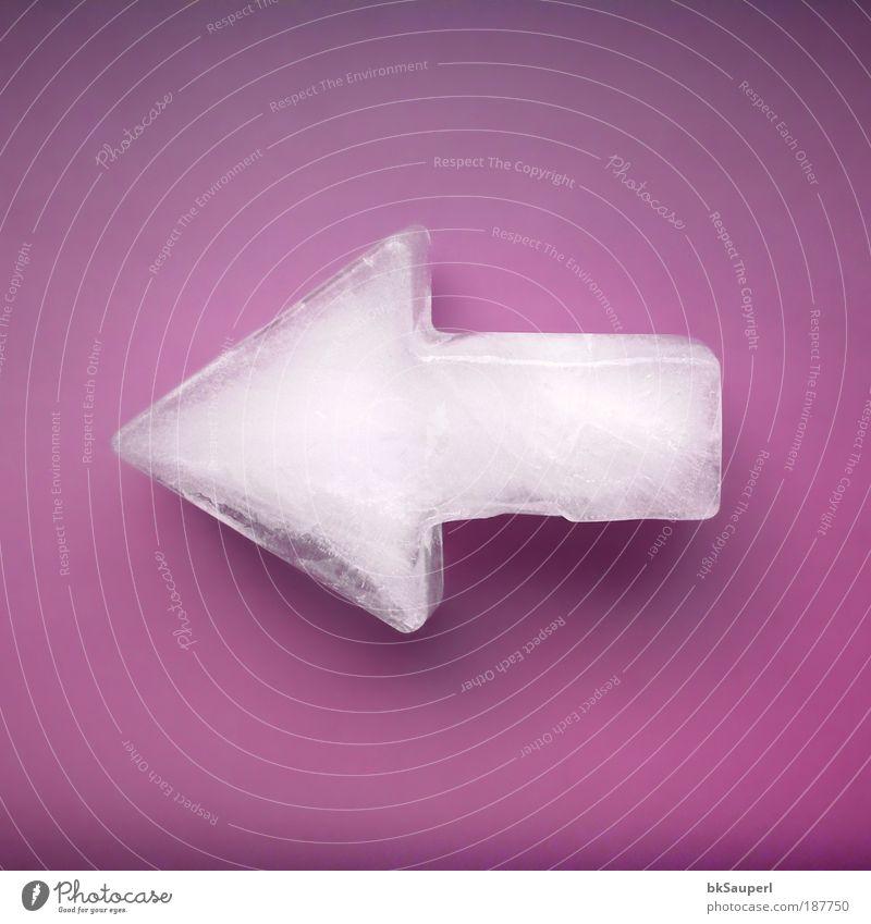 Eis Pfeil violett Wasser weiß Winter kalt Design Eis frisch Erfolg Makroaufnahme Zukunft Frost Hinweisschild violett Zeichen Pfeil Richtung