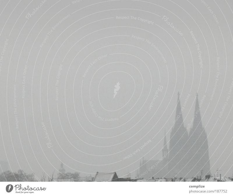 Kölner Dom in weiß Tourismus Sightseeing Städtereise Haus Umwelt Klima Klimawandel schlechtes Wetter Eis Frost Schnee Sehenswürdigkeit Wahrzeichen standhaft